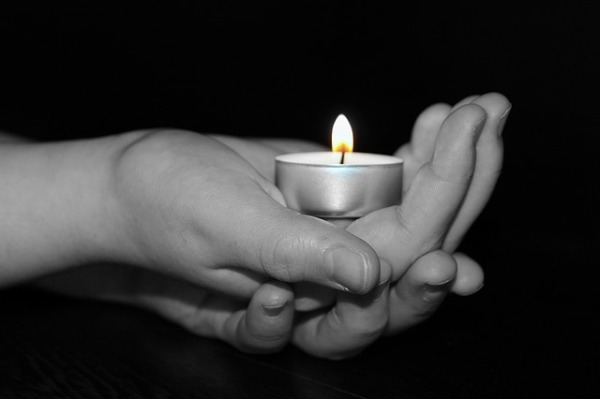 candle-1239891_640